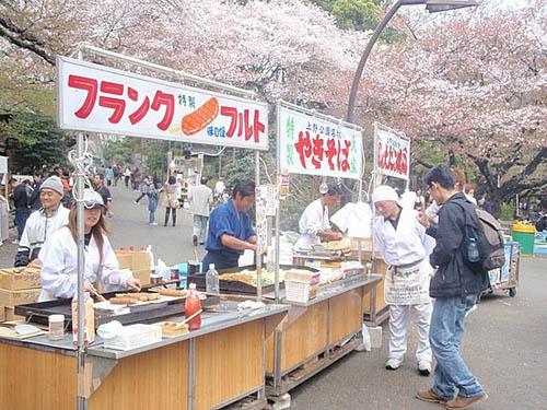 Comer en la calle en Tokio