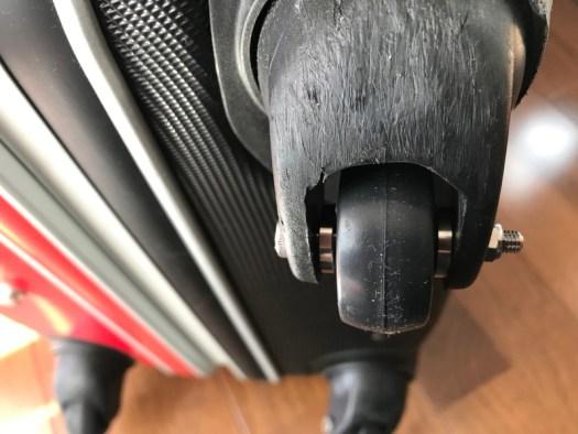 スーツケースに取り付けたところの写真です。