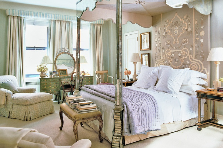 Bunny Williams NYC bedroom via WSJ mirrored bed