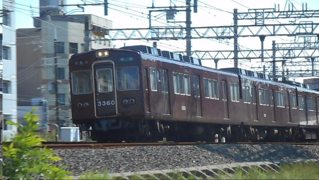 The driver of a Hankyu Railway train was injured by flying glass following the impact with a suicidal jumper at Aikawa Station