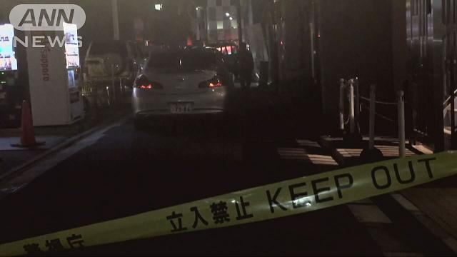 Two men were beaten and robbed in the Shimbashi district on Tuesday