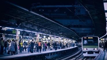 Shinjuku station: an organized and functional crowded maze