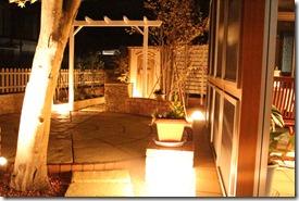 エクステリア リフォームの庭をライトアップ