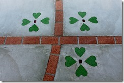 駐車場の床のデザイン・レンガ目地とクリスタルハート
