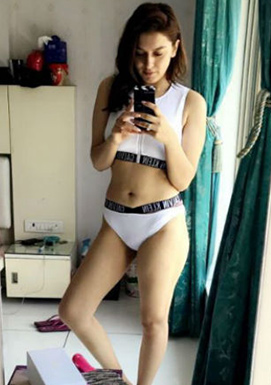 Hansika Motwani Private Pics in Bikini LEAKED!