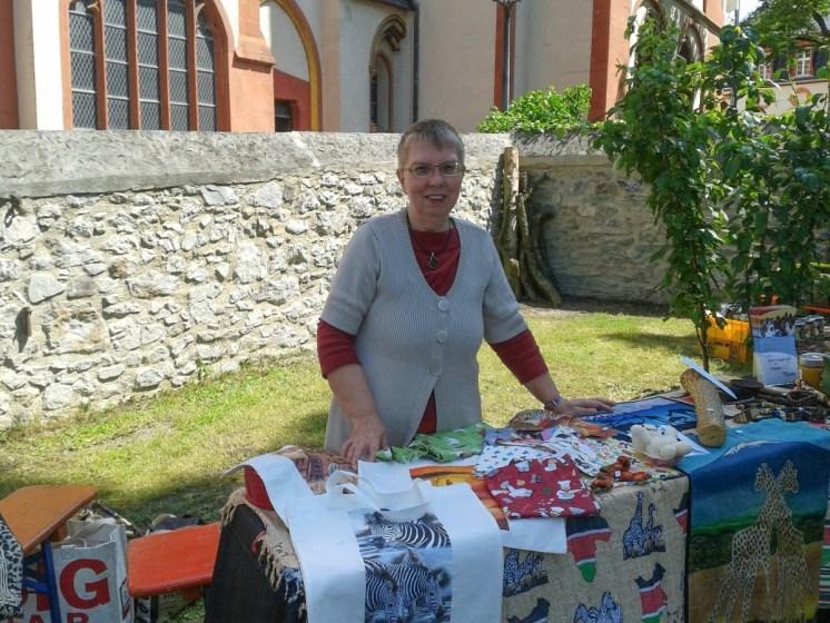 Toloha Informations- und Verkaufsstand im Pfarrgarten des Dom-Pfarrhauses, Limburg, An der Nonnenmauer