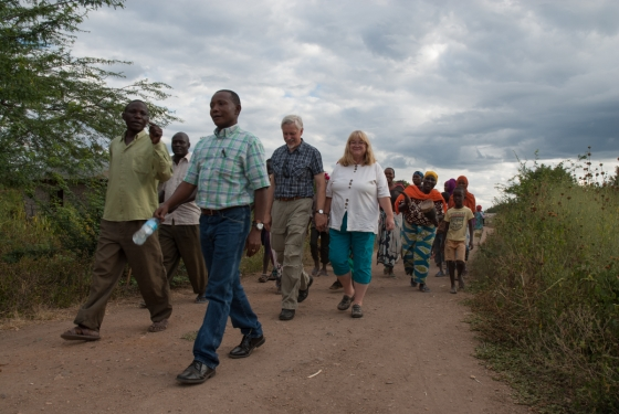 Herzlicher Empfang durch die Dorfbewohner in Toloha