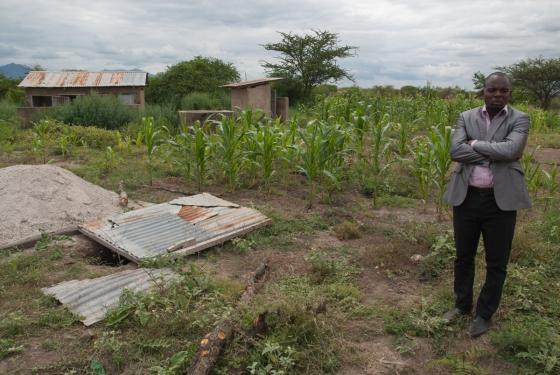 Durch die Flut zerstörte Toilettenanlagen der Grundschule in Toloha