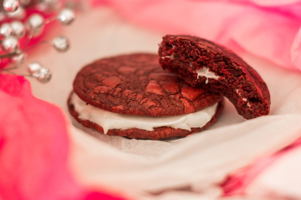 Red Velvet Love Cookies // A delicous (and easy!) Valentine's Day treat