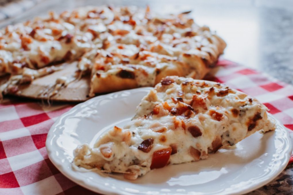 Bacon, Chicken, and Tomato Pizza (with White Sauce)