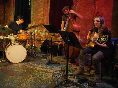 Mary Halvorson Trio © Peter Gannushkin, 2009
