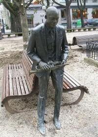 Estatua de bronce de Wynton Marsalis en el Parque de la Florida en Vitoria - Gasteiz, España. Fotografía por Zarateman tomada de Wikipedia.