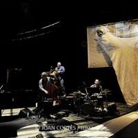 "365 razones para amar el jazz: Una actuación. , ""J'ai horreur du printemps"" de la Cie Happés . Mélisa Von Vepy et Stephan Oliva. [63]"