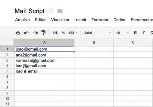 Planilha no Google Drive com emails de exemplo