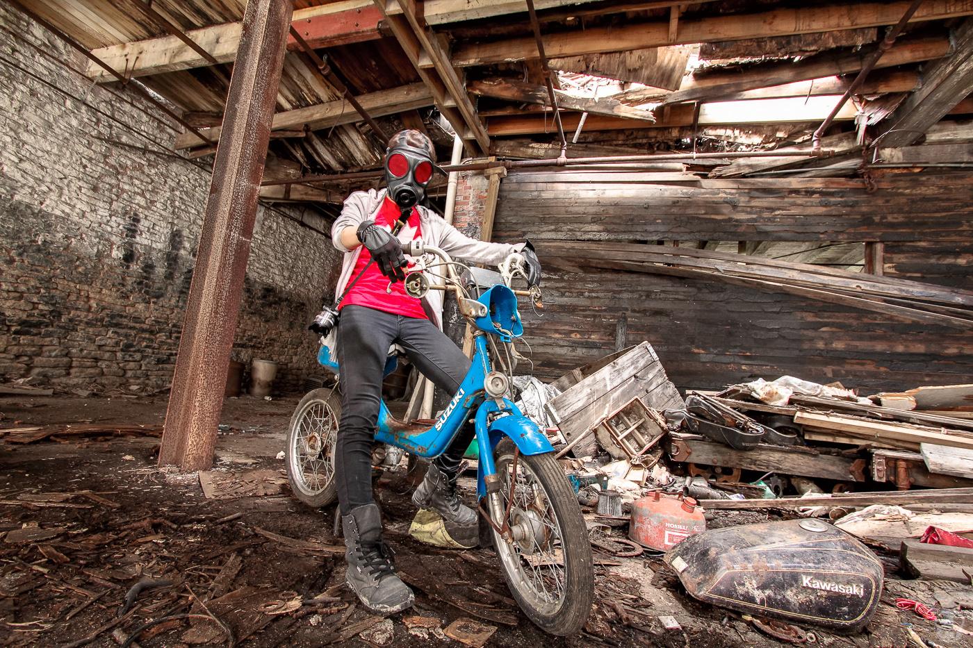 Abandoned Motorcycle Shop  バイクショップの廃墟