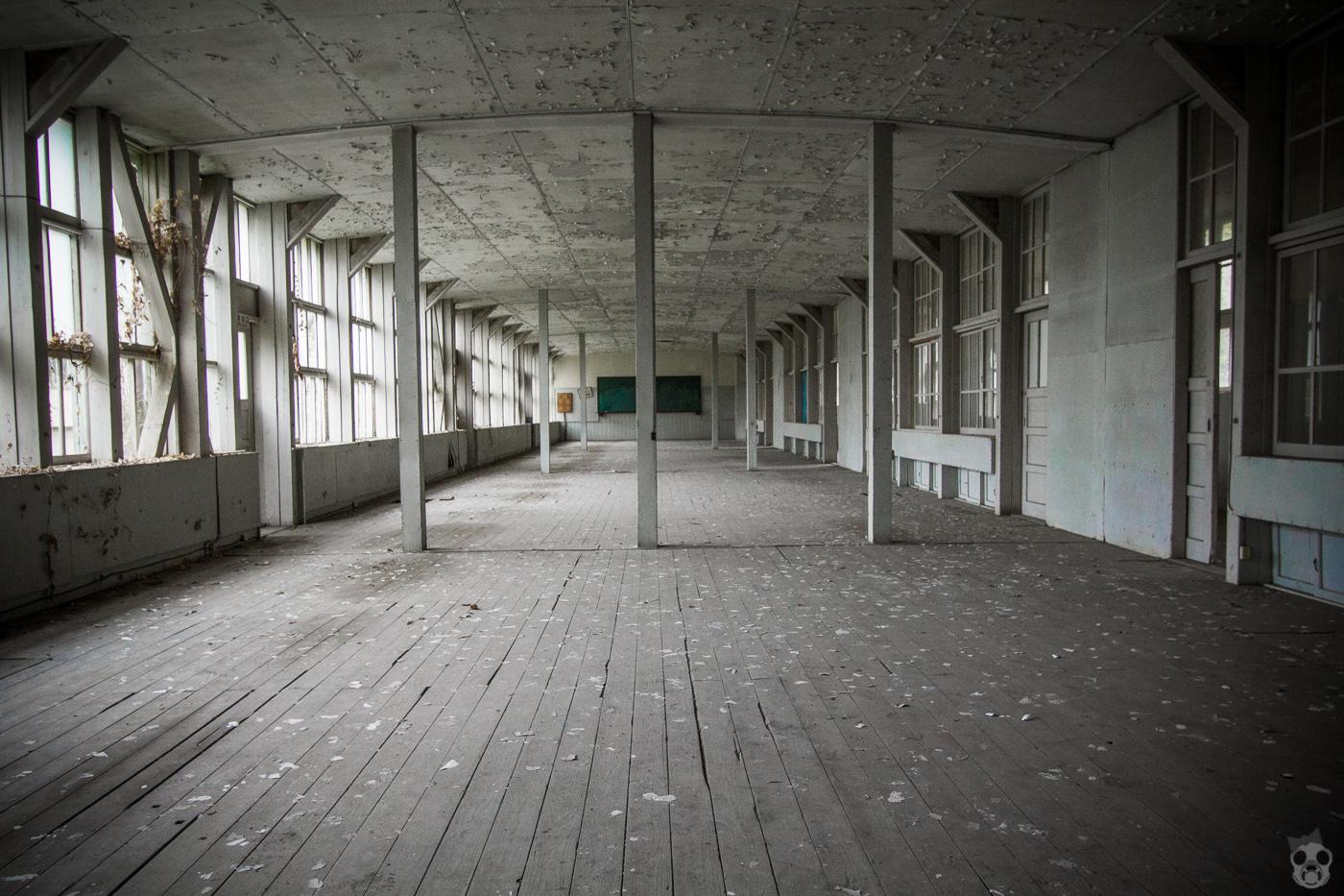 Abandoned School 白亜の廃校