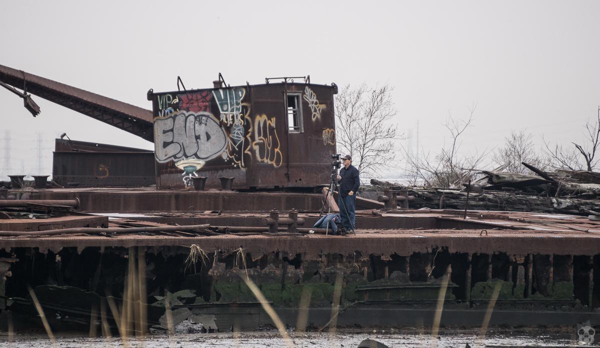 腐った船の危ないとこに危写真家のおじさんが。こっちにおいでよと誘導してくれた。