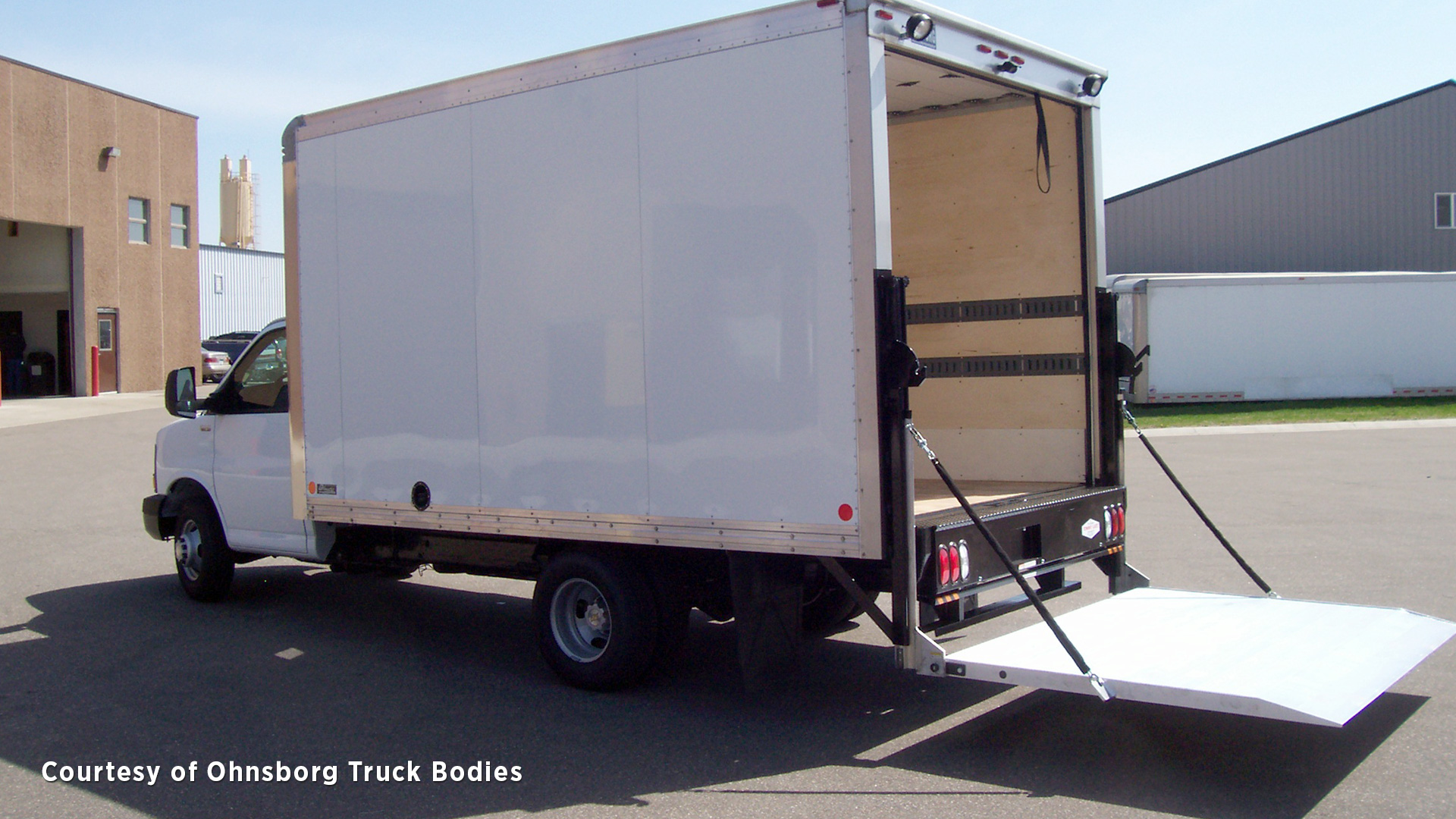 hight resolution of  a tommy gate railgate liftgate for straight truck