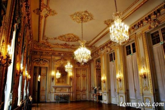 Shangri La Hotel Paris hall