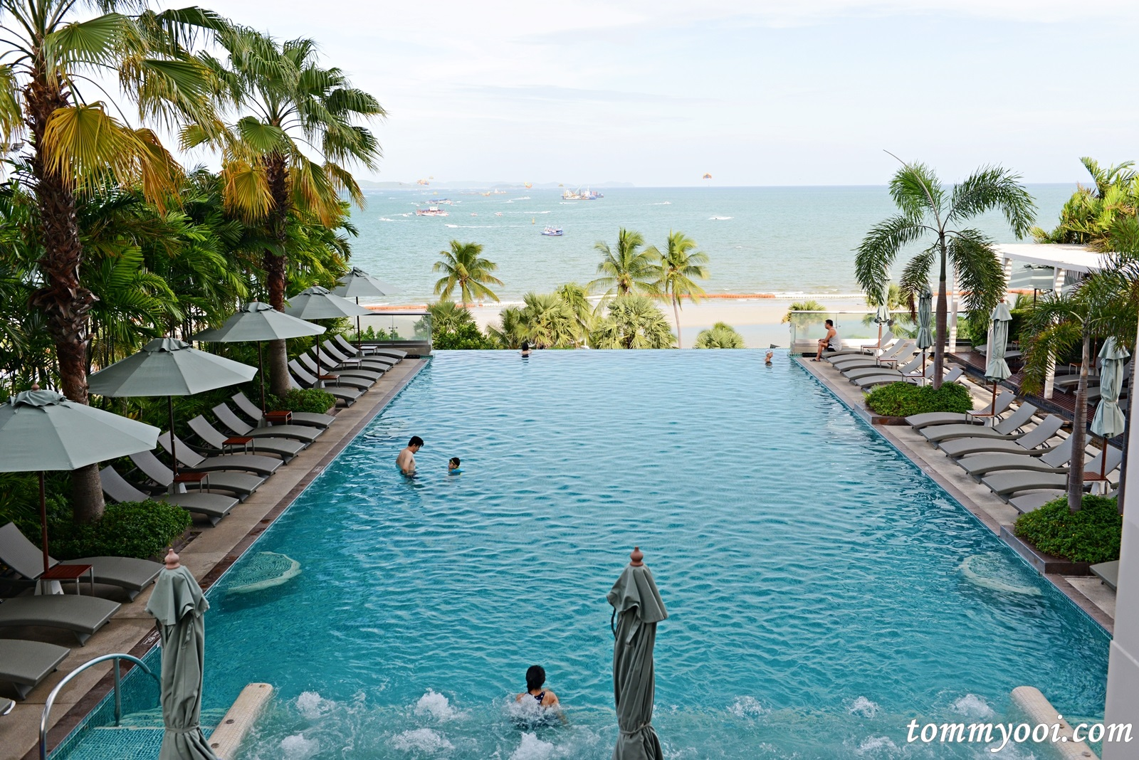Holiday Inn Pattaya Executive Tower - Tommy Ooi Travel Guide