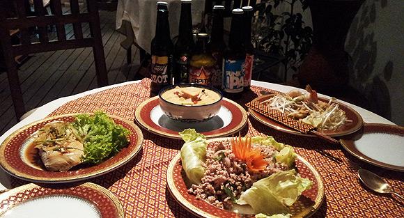 Cervezas y comida Thai