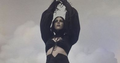 "Chelsea Wolfe, ascolta ""The Mother Road"""