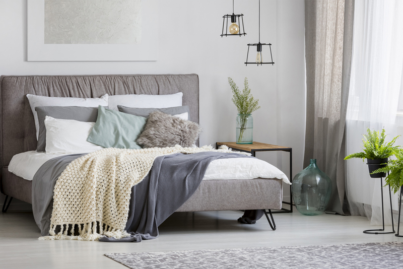 Contemporary Queen Size Decoration