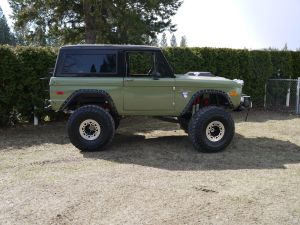 Tom's Bronco Parts Photo Gallery of 6677 Ford Broncos