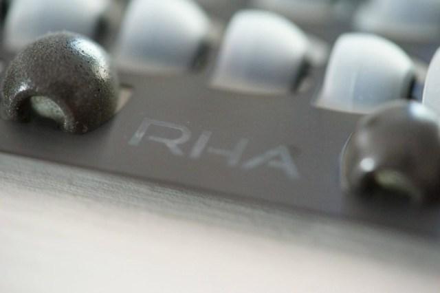 rha-14-18def0fbbdc8b9534b68c872120b01800 Тест RHA T20i, наушники в-ухо высокое качество