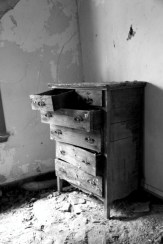 old_lodge_forgotten-dresser_5633869370_o_20