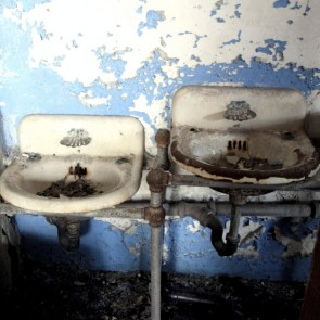 old_lodge_two-sinks-are-better-than-one-square-crop_11911485345_o_55