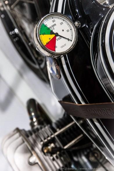 Otáčkoměr BMW