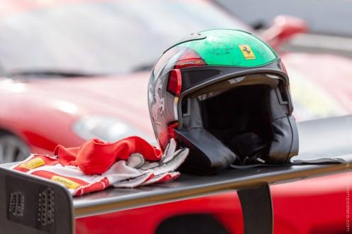 Ferrari - zátiší s přilbou