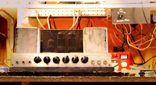 Ampeg fliptop pulled out for repair