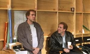 NICOLAS CAGE IN IL LADRO DI ORCHIDEE (2002) Nicolas Cage interpreta i gemelli sceneggiatori Charlie e Donald Kaufman in Il ladro di orchidee di Spike Jonze, scritto dal vero Charlie Kaufman.