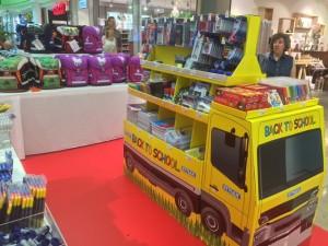 Unser LKW mit den tollen Schul-Angeboten steht jetzt auch in den Spandau-Arcaden.