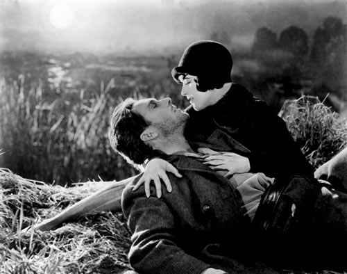 Un couple, capture tiré du film L'Aurore de Murnau.