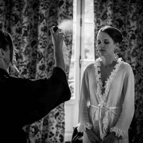 Les préparatifs du mariage la coiffure de la mariée chignon