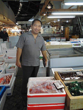 Iron Chef Kimio selecting fish