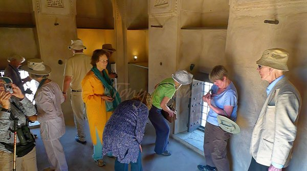 Fort visit Ash Sharqiyyah Small group guided tour in Oman
