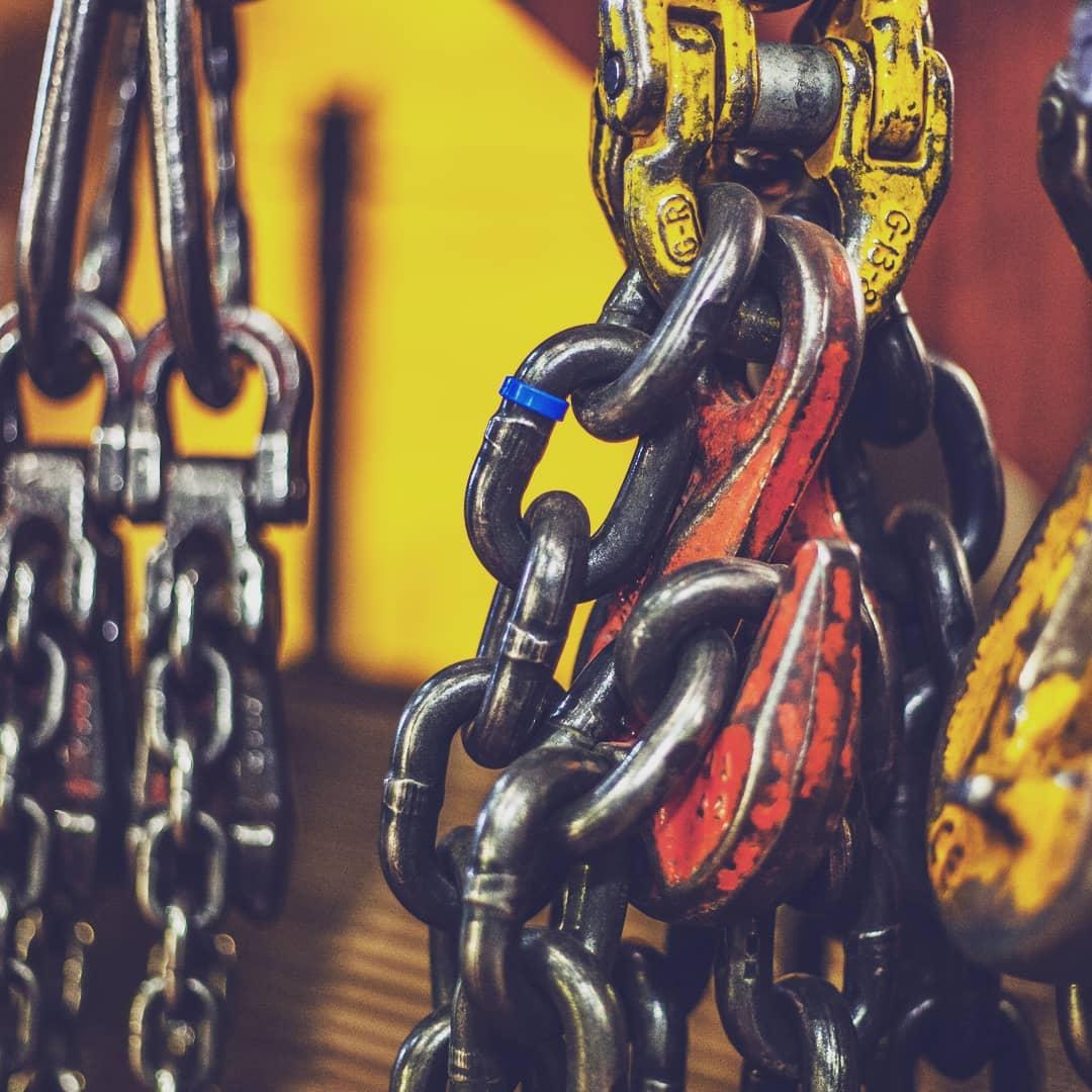 1521108851 - Si  necesitas, #elevadores, #polipastos, #andamios, #escaleras, #taburetes, #carros, kcartillas, cajas de #aluminio contacta con nosotros que te enviaremos el catalogo especifico con todo lo que necesitas. #workhard #nopainnogain #tools #herramientas #obra #taller #herreria #carpinteria
