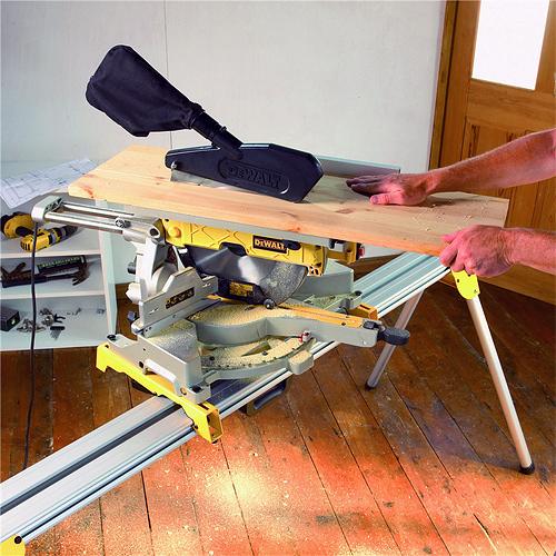 Troncatrice a disco per legno Dewalt D27112  ToolShop Italia