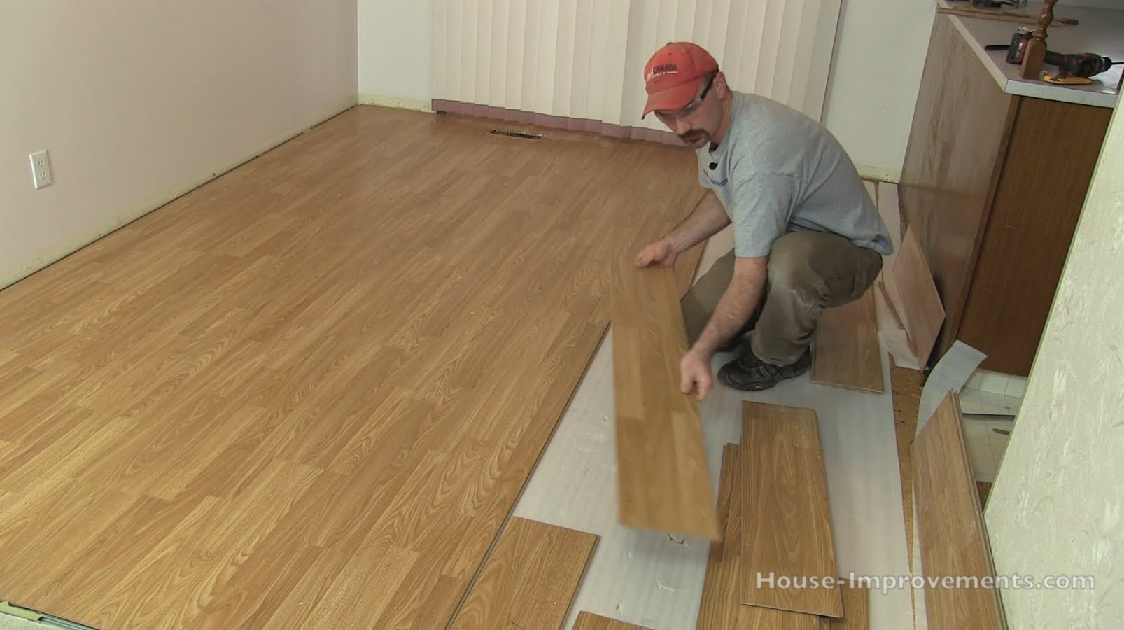 How to Remove Laminate Flooring July 2019  Toolversed