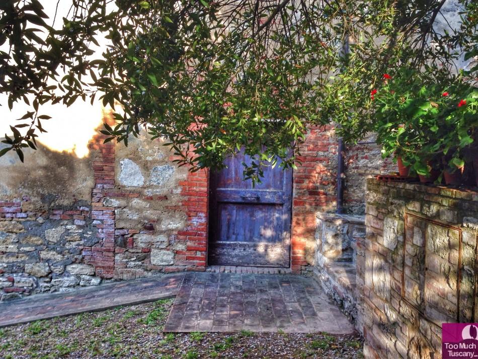 Lovely door in Lucignano d'Asso