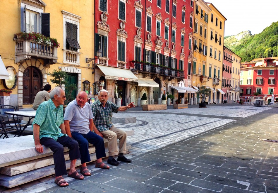 Grandpas in talking in Carrara