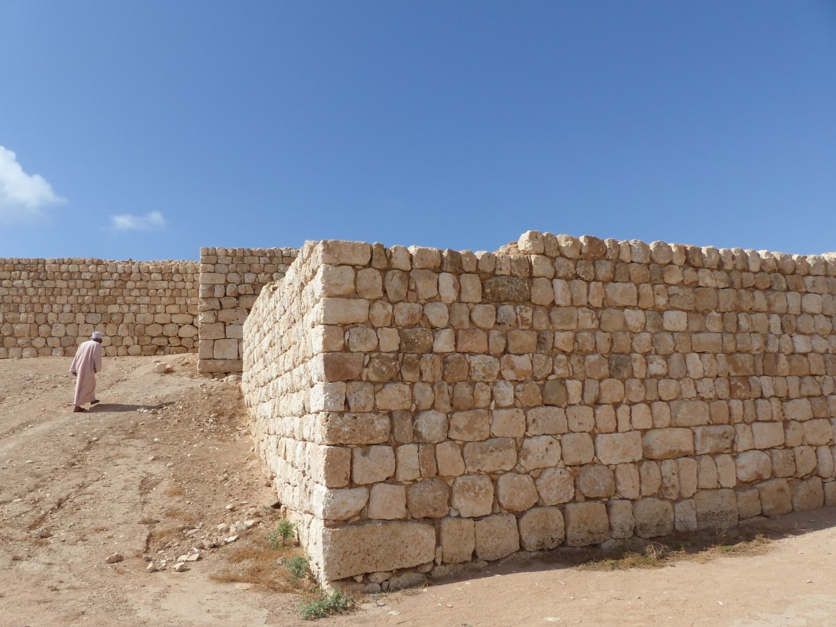 Stone wall with angles