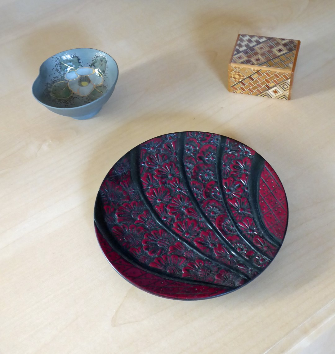Small bowl, red platter and wooden box