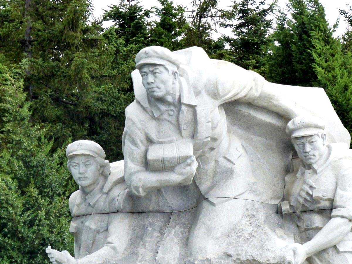 Huge stone figures in group portraying revolutionaries