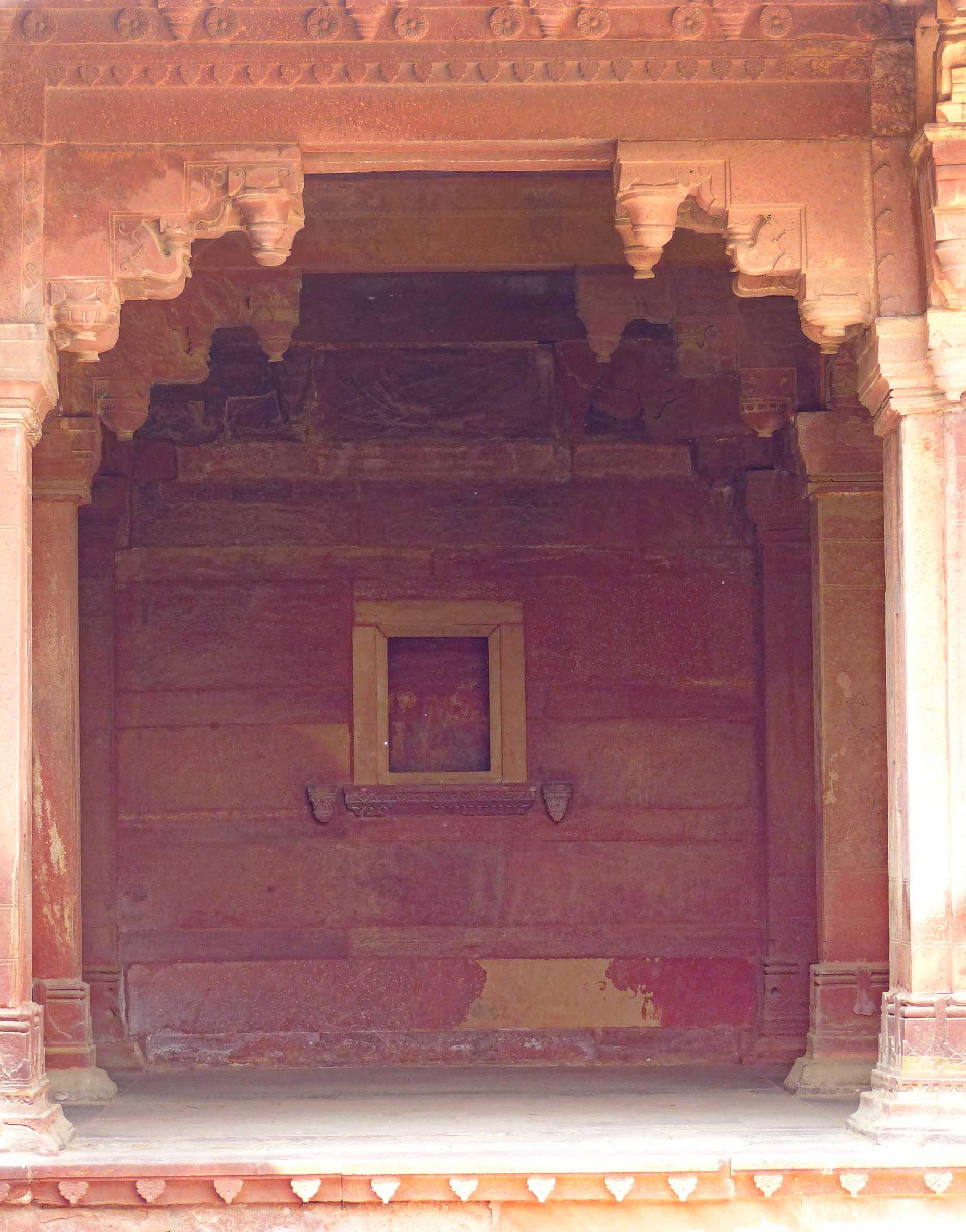 Red sandstone niche