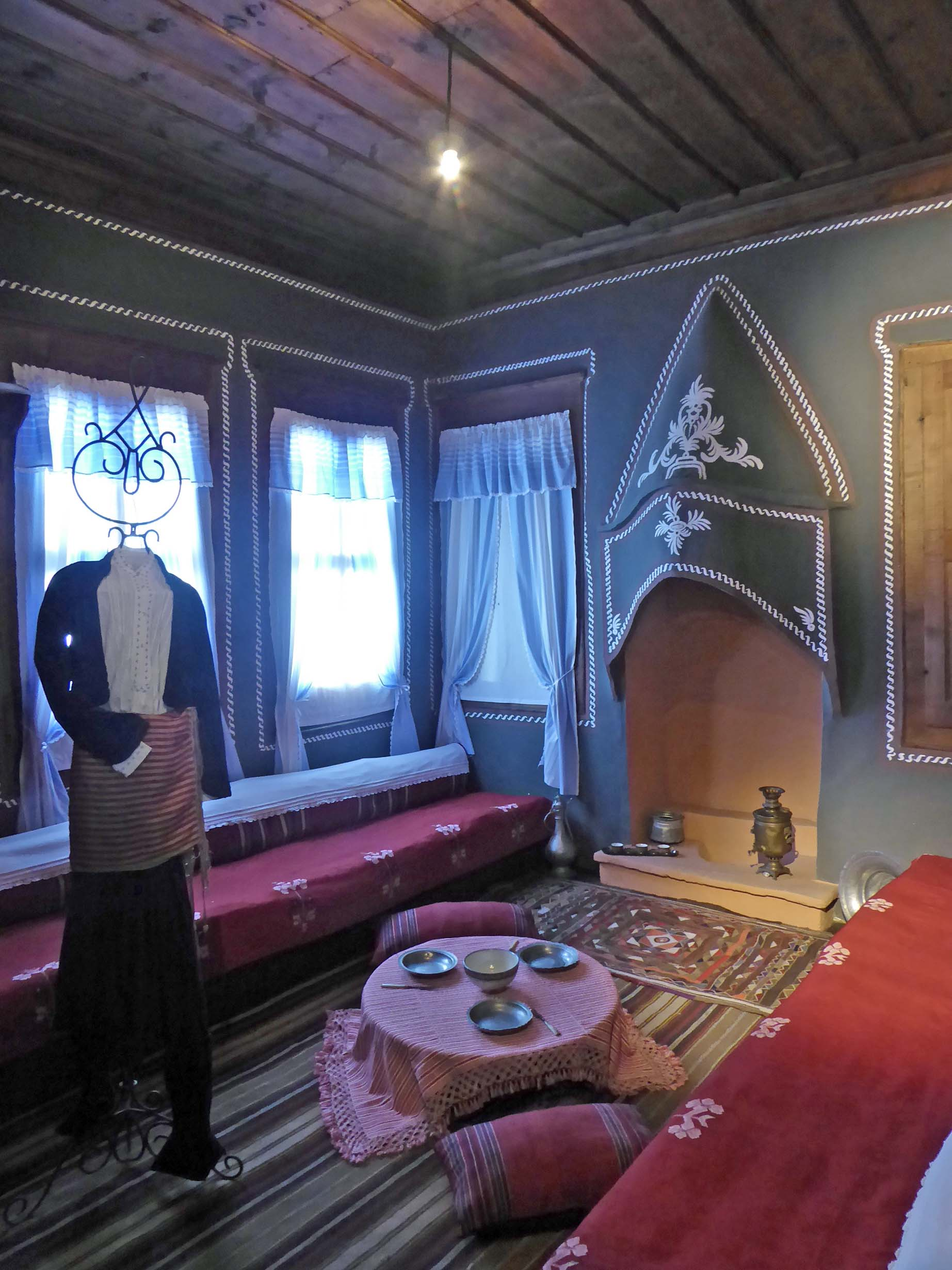 Room with mannequin in traditional man's dress